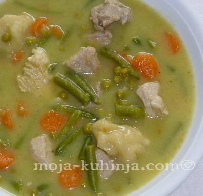 Gusta juha sa povrćem, mesom i žličnjacima
