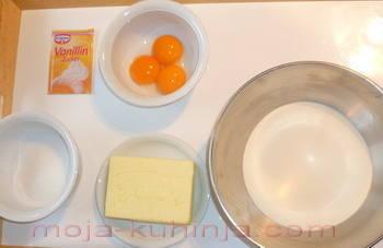 brašno, žumanjak, vanili i obični šećer