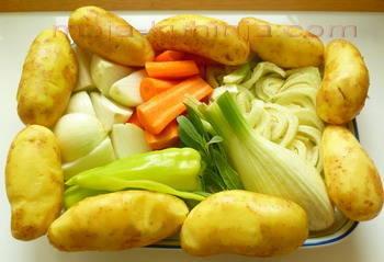 Krumpir, mrkva, paprika, komorač, kadulja