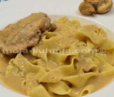 Piletina u umaku od vina i smokvi