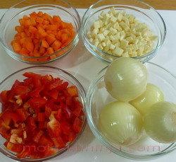 Povrće i začini za ragu od goveđeg repa