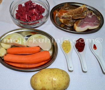 Suho meso, mrkva, luk, krumpir, začini