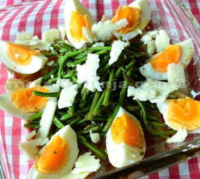 Salata od divljih šparoga i kuhanih jaja