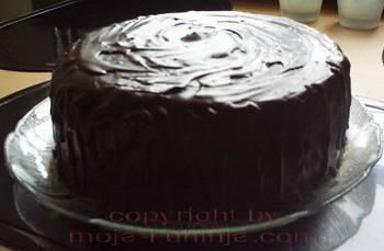 Torta vanilija sa čokoladnom glazurom