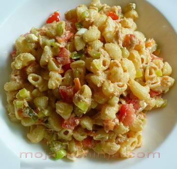 Tuna salata sa tjesteninom, povrćem i feta sirom