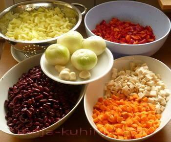Grah, paprika,luk,korjen peršina, mrkva