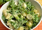 Krumpir salata sa rukolom i mladim lukom