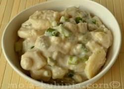 Krumpir salata sa krastavcima, lukom i kis. vrhnjem