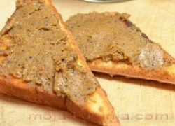 Pašteta od slanih srdela, maslina i kapara